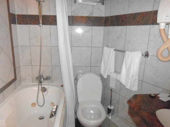Hotel Kleber Champs-Elysees Tour Eiffel Paris:                   bagno con vasca idromassaggio