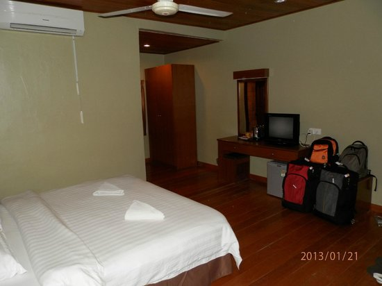 Malibest Resort:                   Nice big room