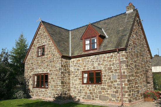 Staddlestones B&B: Stone Country House, ample parking and garden.