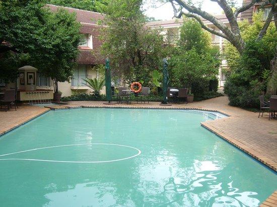 Protea Hotel by Marriott Johannesburg Balalaika Sandton:                   Pool 1
