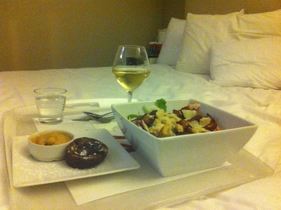 Hotel Mercure Paris 15 Porte de Versailles:                   Room Service