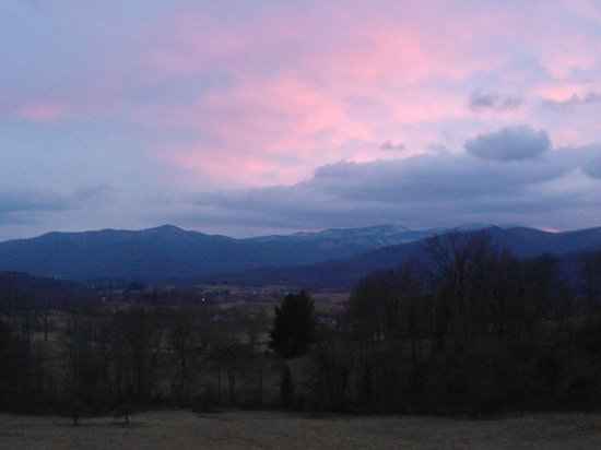 Skyline Vineyard Inn:                   Blue Ridge Mountain Sunset from Harmony Manor