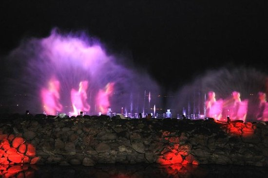 Dona Gracia Hotel: Multi-sensory performances water on the lake