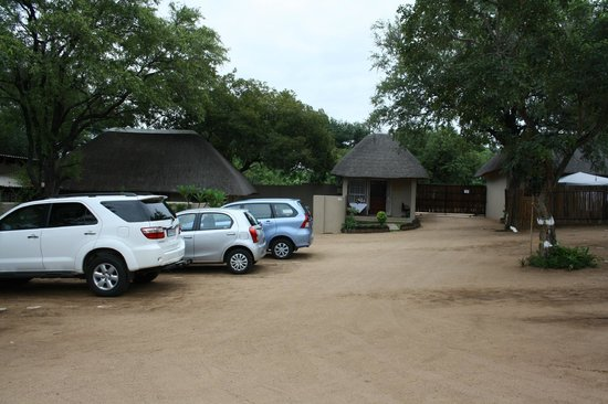 Sabie River Bush Lodge:                   Parking.