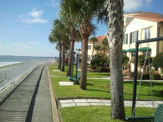 ذا كينج آند برينس بيتش آند جولف ريزورت:                   Beach Walkway                 