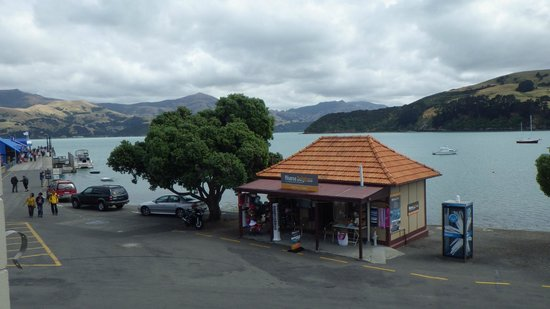 Akaroa Village Inn:                   View from balcony to wharf
