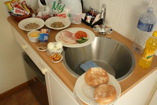 Algoa Guest House :                   Morgenmad på værelset, pga tidlig afgang :-)