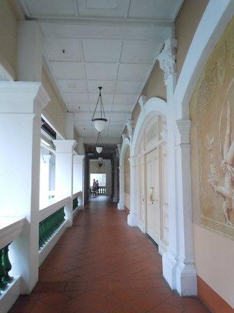 Raffles Hotel Singapore:                   lobby