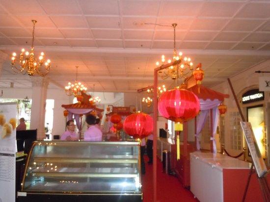 Raffles Hotel Singapore:                   Chinese corner