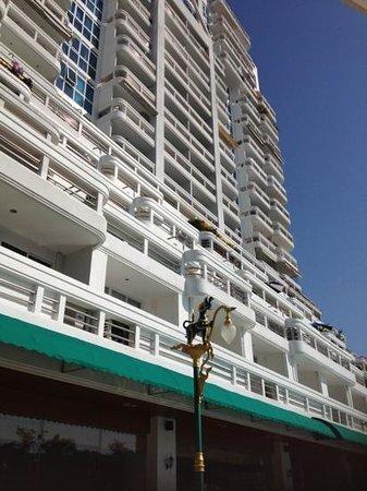 Andaman Beach Suites Hotel:                   hotel