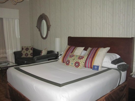 River Terrace Inn, A Noble House Hotel:                   Great comfortable bed