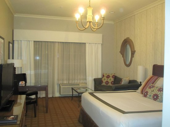 River Terrace Inn, A Noble House Hotel:                   Large room with small fridge and balcony