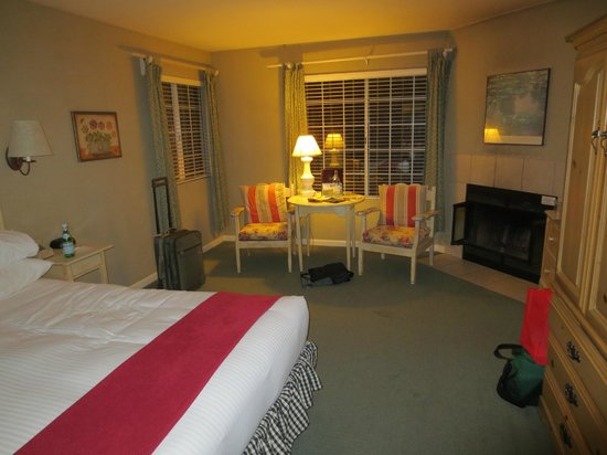 Cambria Pines Lodge:                   typical guest room