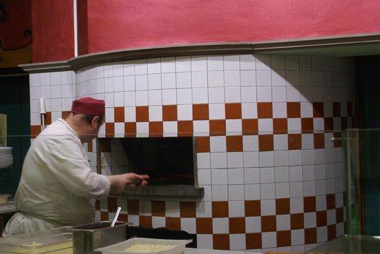 Ristorante Cafè Liberty: ancora all' opera al forno A LEGNA