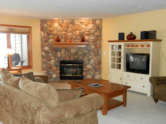 A-Ga-Ming Golf Resort : Maplewood Ridge Deluxe Living Room