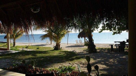 Hotel Maya Luna:                   Beim Frühstück auf der Veranda