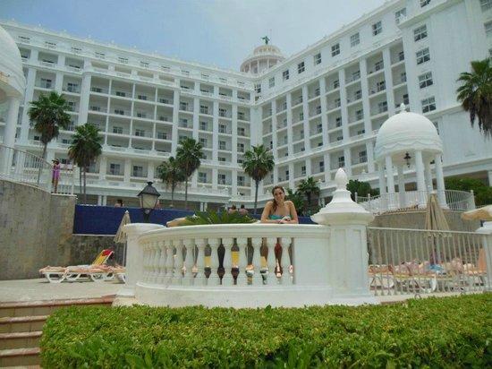 Desde piscina picture of hotel riu palace las americas for Alberca las americas