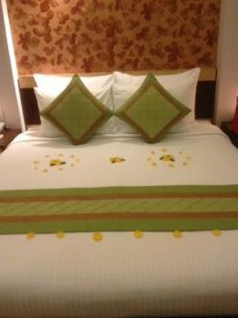 Hanoi City Palace Hotel:                   bed