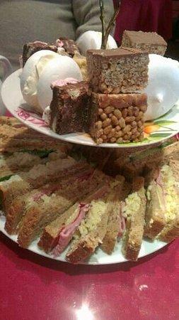Hettie's Tearoom:                   Afternoon Tea for 3 (part 1)