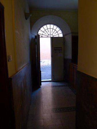 Arco del Lauro:                   entrance