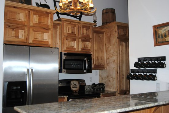 Great Branson Cabins:                   Moose Hollow's Newly Remodeled Kitchen