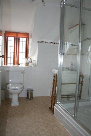 Hartnells: Upstairs suite bathroom