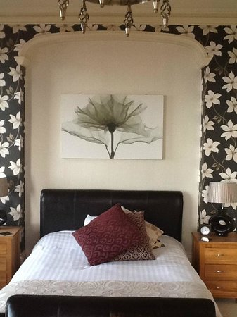 The Crown Hotel: Double Bed, Suie Room