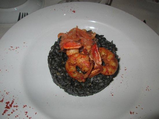 Restaurante Mundano:                   risotto de riz noir, gambas et saumon