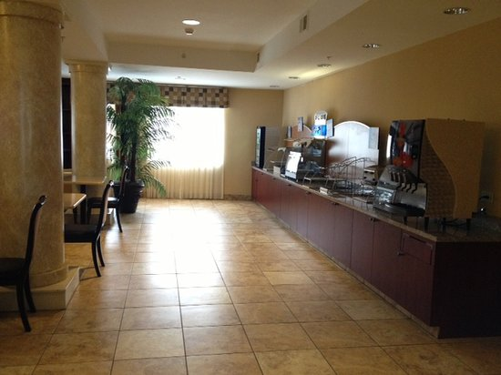 Holiday Inn Express & Suites Niagara Falls:                   breakfast station