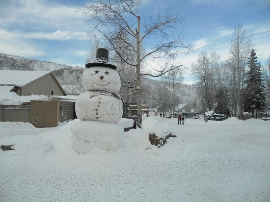 Chena Hot Springs Resort:                   Local snowman