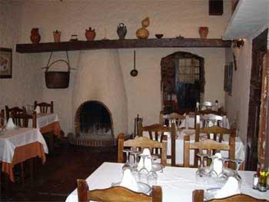 Can Carbonell: Comedor chimenea