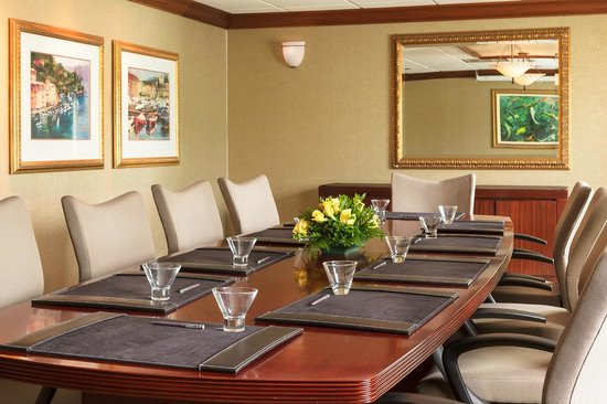Sheraton Omaha Hotel: Executive Boardroom