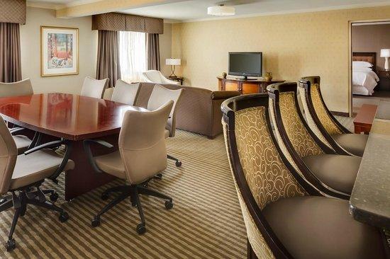 Sheraton Omaha Hotel: Sheraton Club Lounge