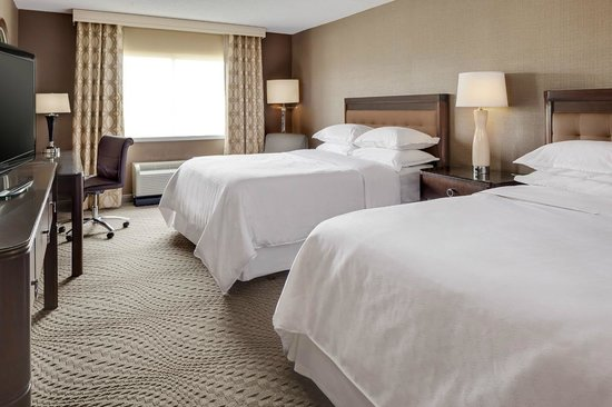 Sheraton Omaha Hotel: Double Queen Room