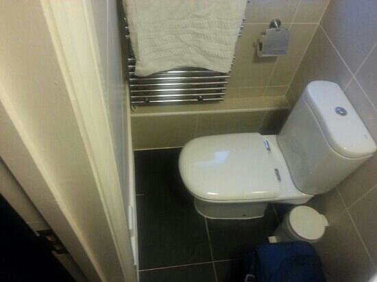 "BEST WESTERN West Grange Hotel:                   Scalding towel rail with a wall 4"" in front?"
