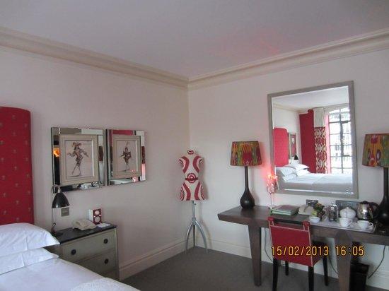 ذا سوهو هوتل:                   red room                 
