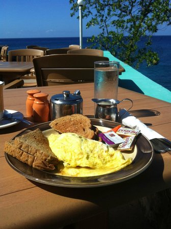 Xtabi Resort:                   Western omlette breakfast with a view!