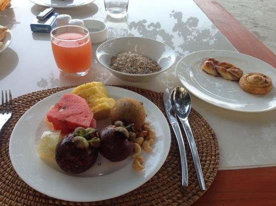 Angsana Velavaru:                   breakfast
