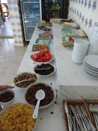 Hotel Benna:                   le buffet du petit déjeuner
