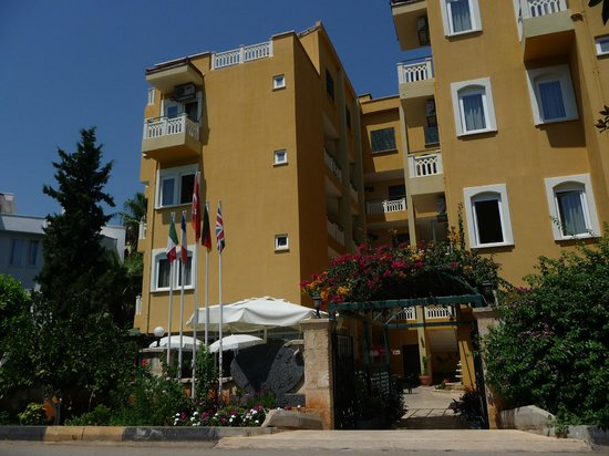 Hotel Benna:                   l'hôtel vue générale