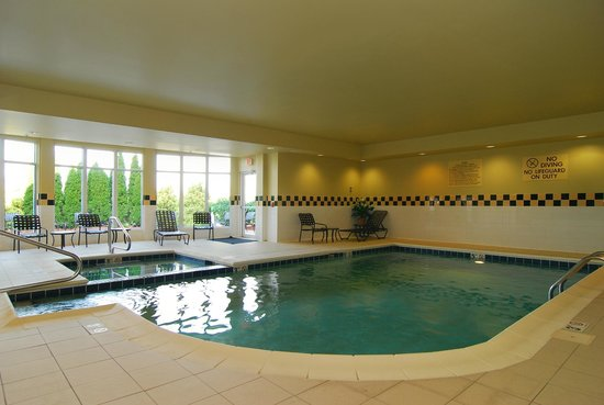 Guest pool spa picture of hilton garden inn columbus for Garden centre pool in wharfedale
