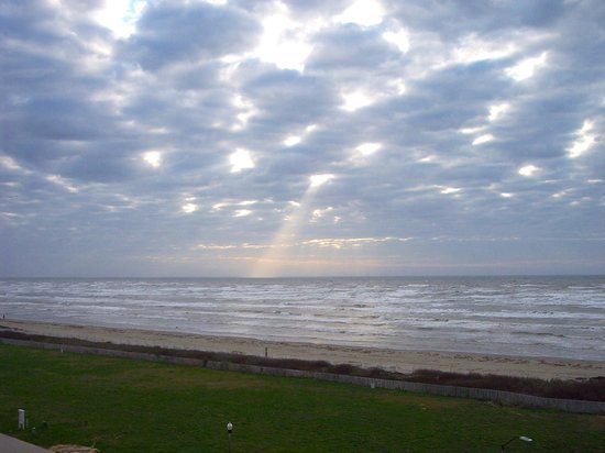 Holiday Inn Club Vacations Galveston Beach Resort:                   The view from our balcony at sunrise