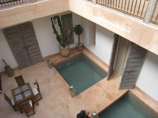 Riad de Vinci:                   patio con piscinas