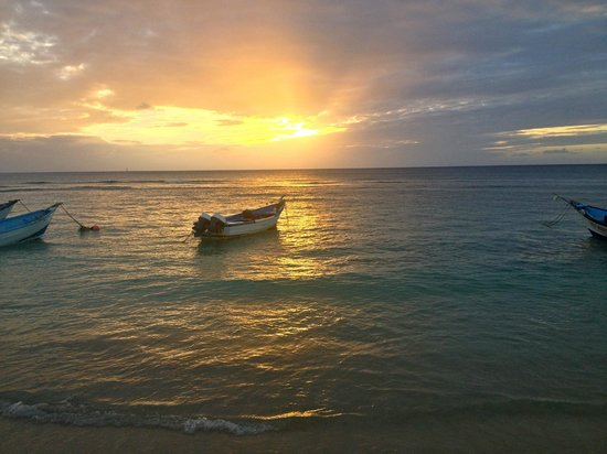 Tobago Paradise Travel and Grill:                                     almost a great sunset!