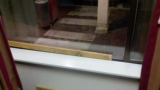 Days Inn Seattle South:                   heres the security measures, a stick. look at how rundown this place is