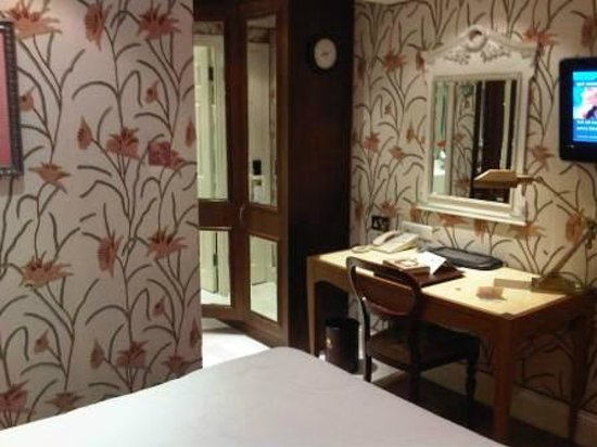 The Montague on The Gardens:                   Room details