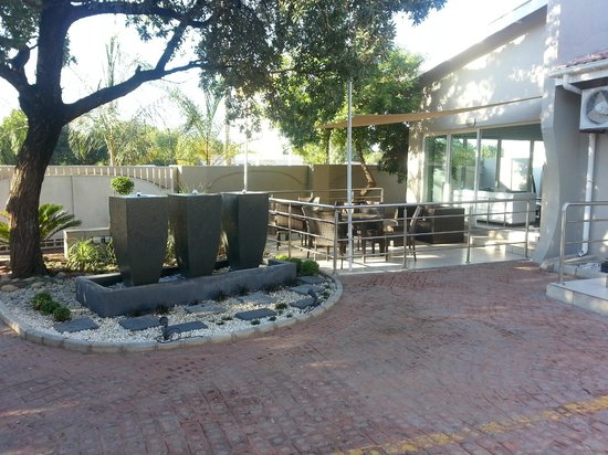 StayWell Hotels:                   Water accent by outside dining area