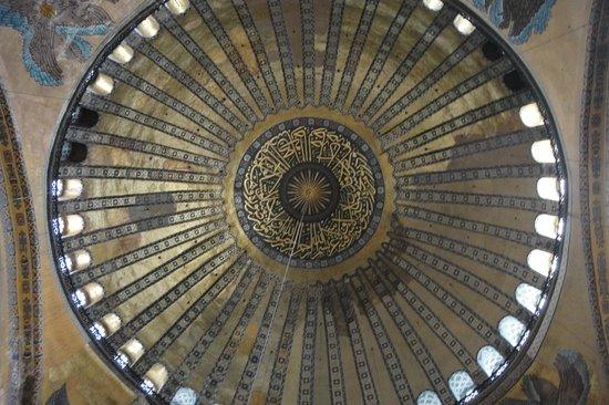 متحف/كنيسة آيا صوفيا (آيا صوفيا):                   купол                 