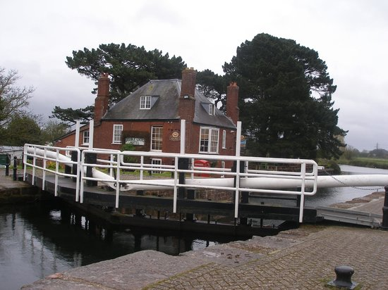 Double Locks Pub:                   lock gates