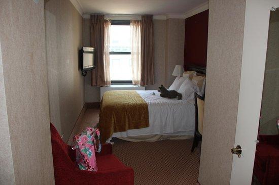 The Roosevelt Hotel:                   Værelse set fra døren/gangen
